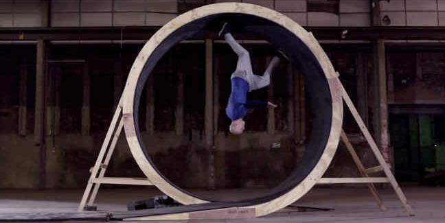 【動画】世界初___生身の人間が360度の壁を走り抜けるスゴ技に成功_-_IRORIO(イロリオ)